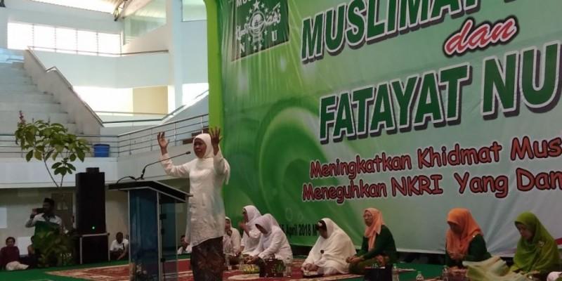 Calon Gubernur Jawa Timur, Khofifah Indar Parawansa saat menghadiri Harlah Muslimat NU ke-72 dan Harlah Fatayat NU ke-68 di GOR Ken Arok, Kota Malang, Minggu 15 April 2018. (Medcom.id/DAVIQ UMAR AL FARUQ)