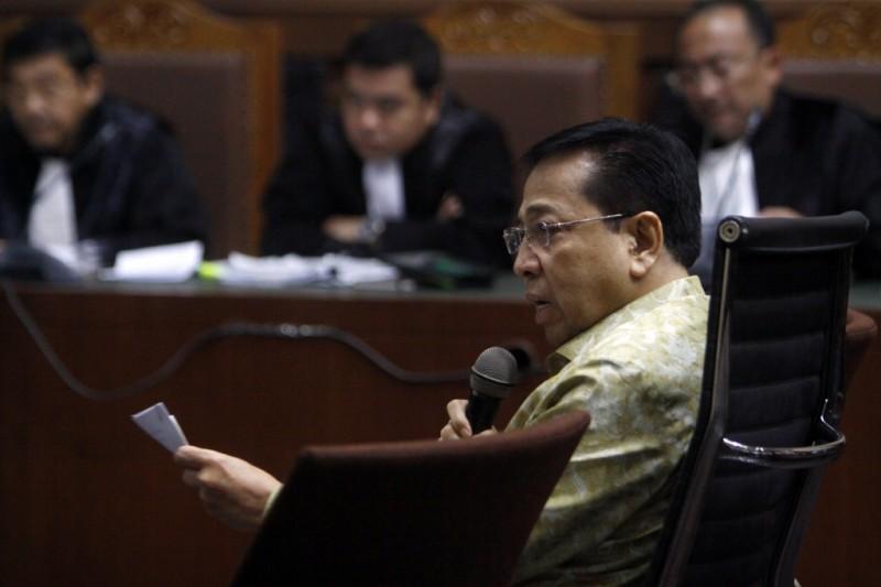 Terdakwa kasus korupsi E-KTP Setya Novanto menjawab pertanyaan Jaksa Penuntut Umum KPK saat menjalani sidang lanjutan di Pengadilan Tipikor, Jakarta. Foto: MI/Bary Fathahilah.