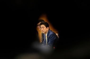 PM Abe dalam pertemuan dengan PM Irak Haider al-Abadi di Tokyo,