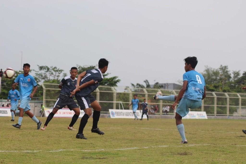 Pertandingan antara Persab dan Persitama di Stadion Karangbirahi Brebes, Jawa Tengah. (Foto: medcom.id/Kuntoro Tayubi)