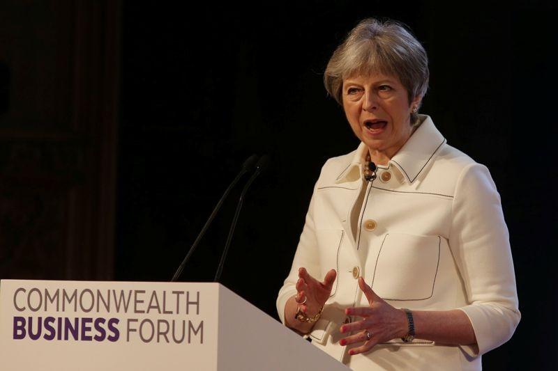 Perdana Menteri Inggris Theresa May harus menghadapi kritikan terkait serangan di Suriah (Foto: AFP).