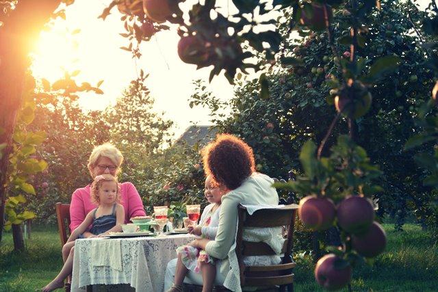 Berikut ini masalah-masalah yang paling umum dialami dari keluarga pasangan dan bagaimana cara menghadapinya. (Foto: Marissa Price/Unsplash.com)