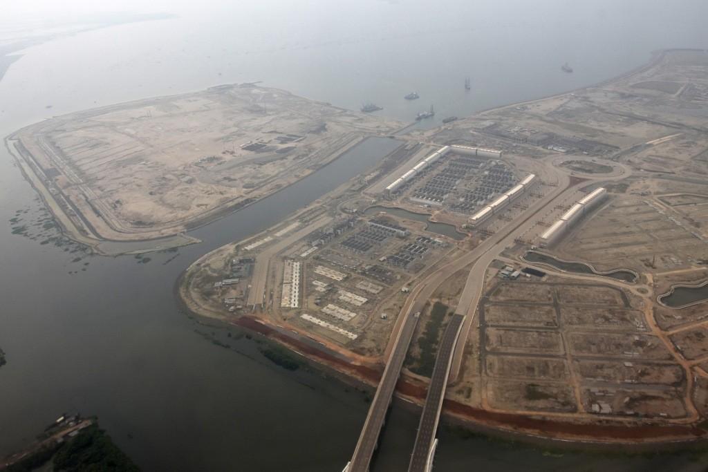 Foto udara pulau hasil reklamasi di Teluk Jakarta. Foto: Antara/Indrianto Eko Suwarso.