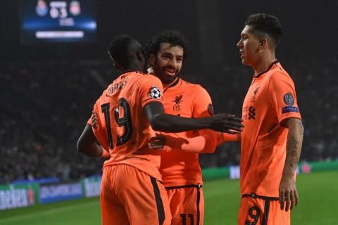 Sadio Mane (kiri), Mohamed Salah (tengah), dan Roberto Firmino