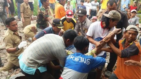 Polisi Olah TKP Sanggar Ambruk di Cirebon