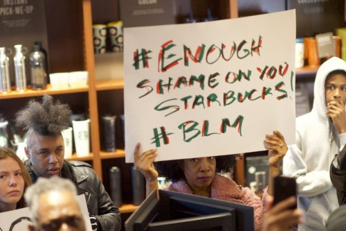 Protes di gerai Starbucks Philadelphia. (Foto: AFP)
