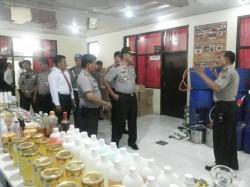 Polisi Gerebek Pabrik Miras Oplosan di Sumbar