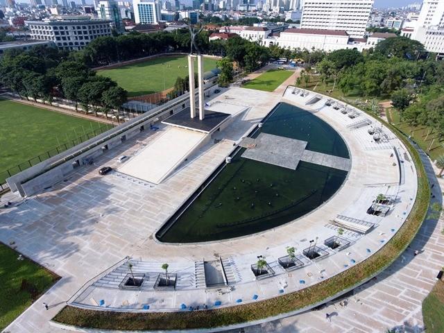 Lapangan banteng kini punya kolam air mancur dengan tempat duduk model amphitheater. Antara Foto/Andika Wahyu