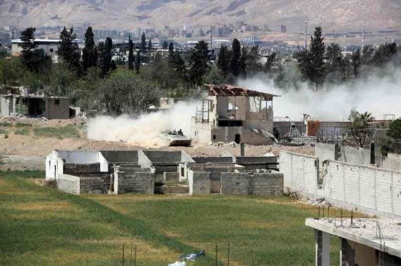 Pasukan Suriah terus merangsek masuk ke wilayah Douma dan menghantam pasukan pemberontak (Foto: AFP).