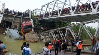 Evakuasi Truk di Jembatan Cincin Lama Terkendala Konstruksi
