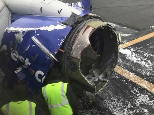 Mesin pesawat Southwest Airlines meledak di udara. (Foto: New