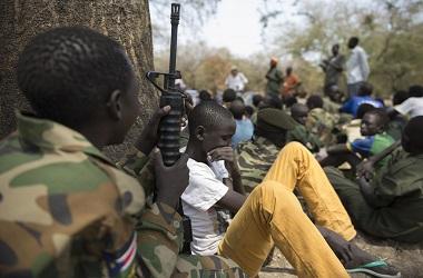 Prajurit anak-anak di Sudan Selatan. (Foto: CHARLES