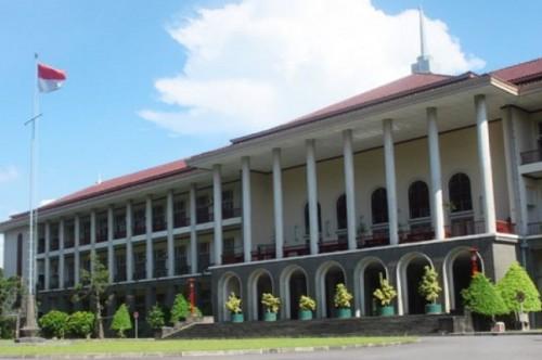 Bangunan Universitas Gadjah Mada di Yogyakarta, Ant - Rizky