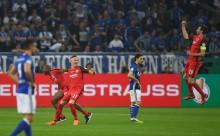 Singkirkan Schalke, Frankfurt Tantang Muenchen di Final DFB-Pokal