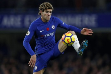 Bek sayap Chelsea, Marcos Alonso (Foto: AFP PHOTO / Adrian