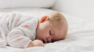Mengapa Bayi Sering Tidur Tengkurap?