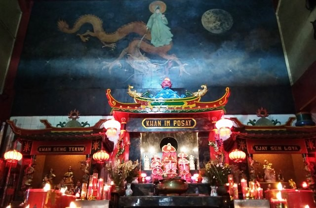 Altar utama klenteng Hok Lay Kiong, Bekasi. medcom.id/Antonio