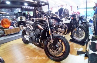 Triumph Boyong <i>Naked Bike</i> Spek Mesin Moto2 2019