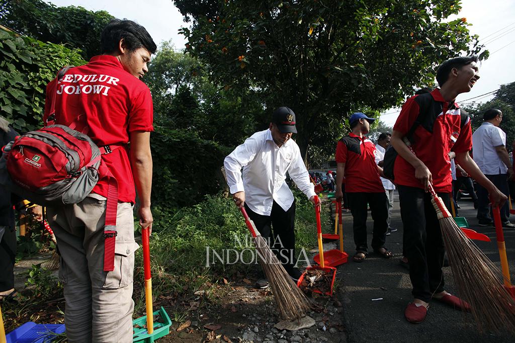Resmikan Kantor Baru, Sedulur Jokowi Gelar Kerja Bakti