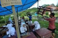 Terdampak Gempa Pelaksanaan UN Menggunakan Tenda