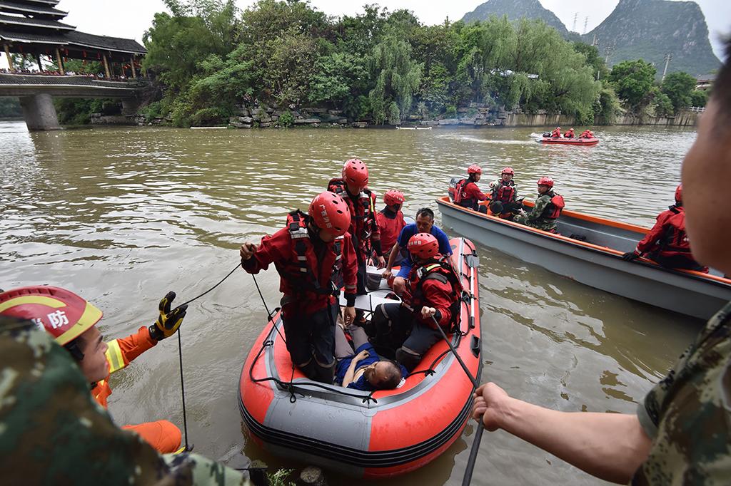 Dua Perahu Naga di Tiongkok Terbalik, 17 Tewas