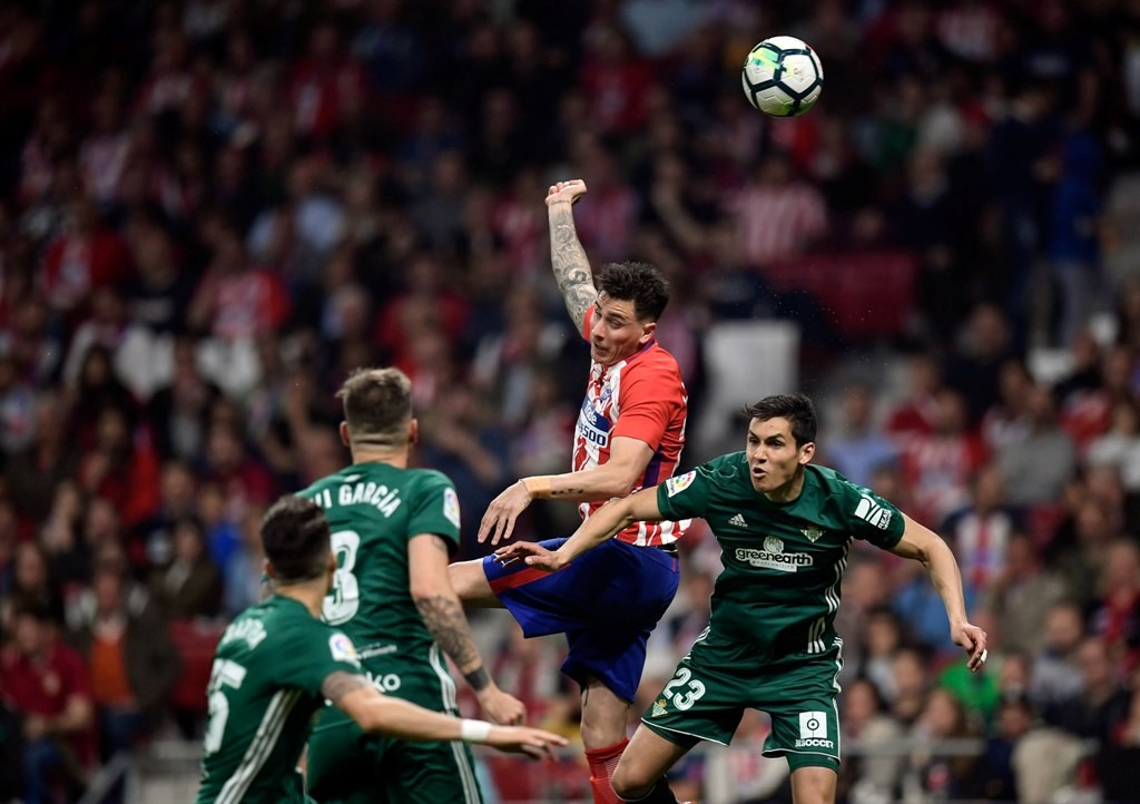 Suasan laga Atletico Madrid vs Real Betis. (AFP PHOTO / OSCAR DEL POZO)