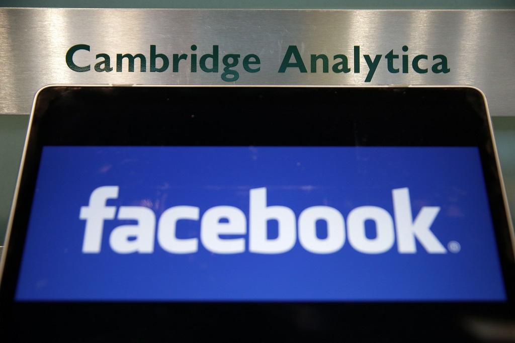 Meski telah menghapus akun Facebook, media sosial itu akan tetap bisa mengintai Anda. (AFP PHOTO / Daniel LEAL-OLIVAS)