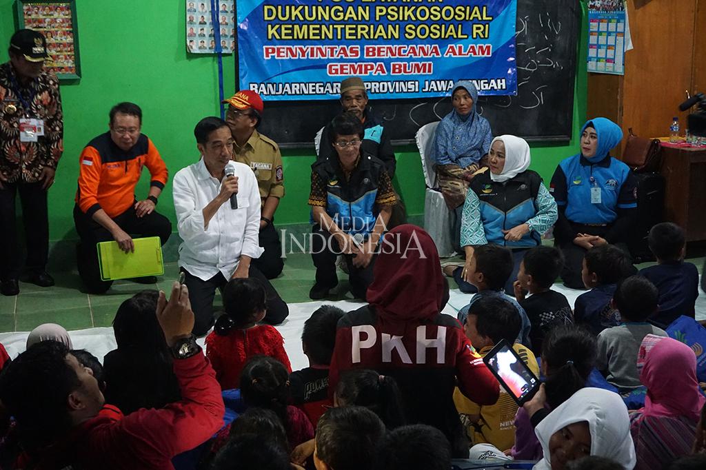 Jokowi Kunjungi Korban Gempa di Banjarnegara