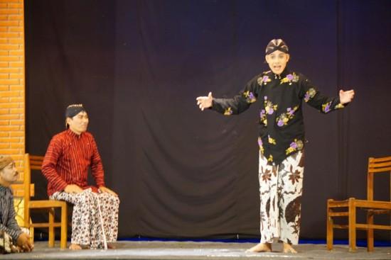 Ganjar Main Ketoprak <i>Tobong</i> untuk Hibur Warga Rembang
