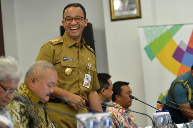 Gubernur DKI Jakarta Anies Baswedan (kedua kiri) mengikuti rapat koordinasi persiapan Asian Games di Kantor Inasgoc, Jakarta. Foto: Antara/Wahyu Putro A.