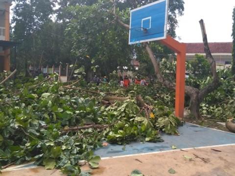 Puting Beliung Rusak Puluhan Rumah di Yogyakarta
