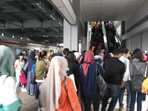 Jerit Penumpang di Stasiun Duri