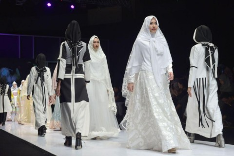 Jokowi Dorong Busana Muslim Indonesia Menguasai Pasar Dunia