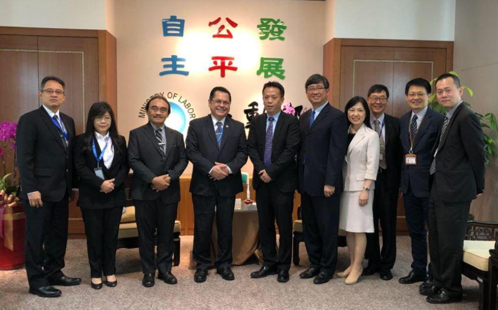 Direktur Penempatan dan Perlindungan Tenaga Kerja Luar Negeri Kemenaker Soes Hindharno bertemu Wakil Menteri Tenaga Kerja Taiwan, Keh-Her Shih (Foto:Dok)