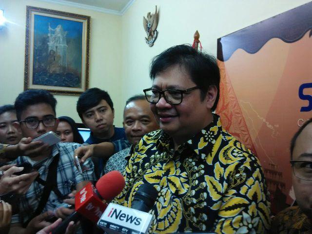Ketua Dewan Pakar Partai Golkar Agung Laksono meminta Ketua Umum Partai Golkar Airlangga Hartarto--Medcom.id/Fachri Audhia Hafiez.