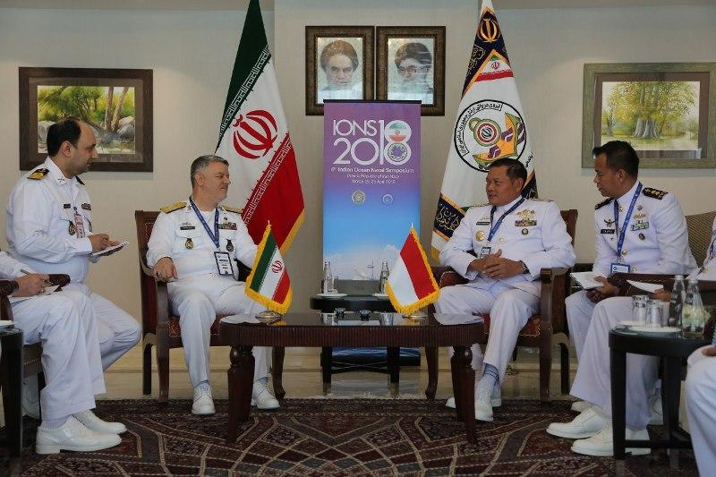 Pangarmabar Laksamana Muda Yudo Margono (kedua dari kanan) melakukan pertemuan dengan KASAL Iran Hossein Khanzadi (Foto: Dok. TNI AL).