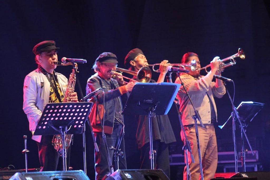 TZ Iskandar, Benny Likumahuwa, Didiet Maruto, dan Hendro  dari The Rollies dalam panggung Java Jazz Festival 2018 di JIExpo Kemayoran, Jakarta (Foto: Medcom.id/Purba Wirastama)