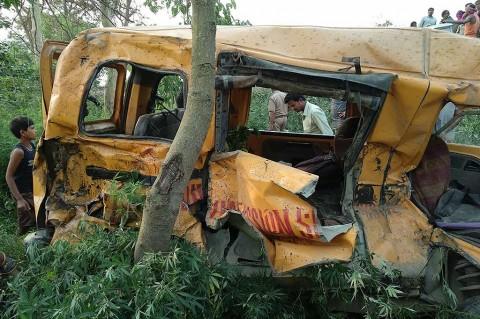 KA Tabrak Bus Sekolah, 13 Anak Tewas