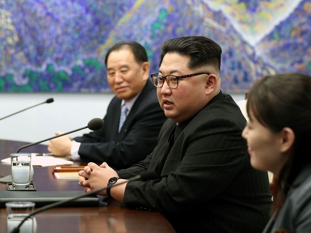 Kim Jong-un dan delegasi saat bertemu dengan Presiden Korsel. (Foto: AFP).