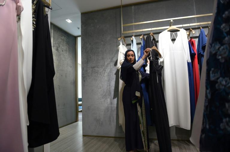 Saudi Princess Noura bint Faisal Al-Saud shops at a mall in the capital Riyadh on April 19, 2018. (Photo:AFP/Fayez Nureldine)