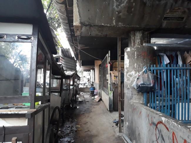 Pemukiman liar di kolong tol Wiyoto-Wiyono -- Foto: Medcom.id/Sunnaholomi Pakpahan