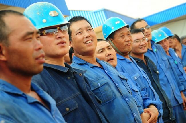 Tenaga kerja asing asal Tiongkok yang bekerja di Indonesia. Foto: Antara/Jessica Helena Wuysang.