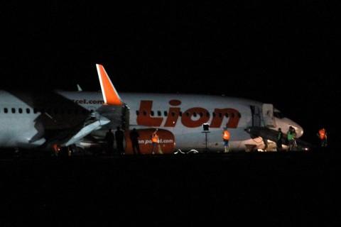 Evakuasi Lion Air di Bandara Djalaludin Tersendat