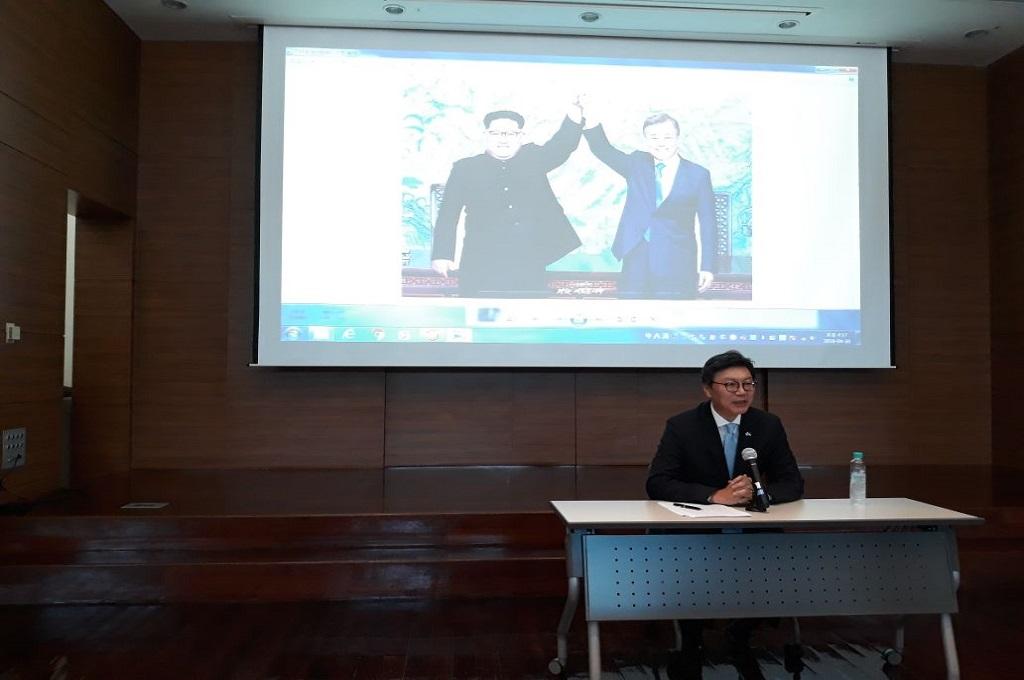 Dubes Korsel untuk Indonesia Kim Chang-beom di Kedubes Korsel, Jakarta, 30 April 2018. (Foto: Marcheilla Ariesta)