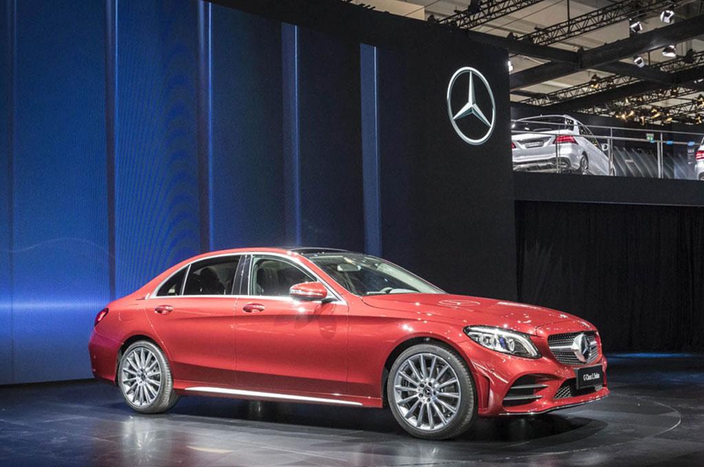 ?Mercedes-Benz C-Class L memiliki wheelbase lebih panjang, dan kabin lebih lega. Carscoops