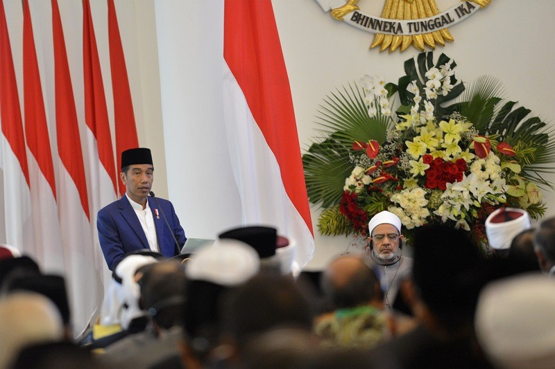 Presiden Joko Widodo dalam pembukaan Konsultasi Tingkat Tinggi (KTT) tentang Wasathiyah Islam di Istana Bogor, Jawa Barat, Selasa 1 Mei 2018. (Foto: Antara).