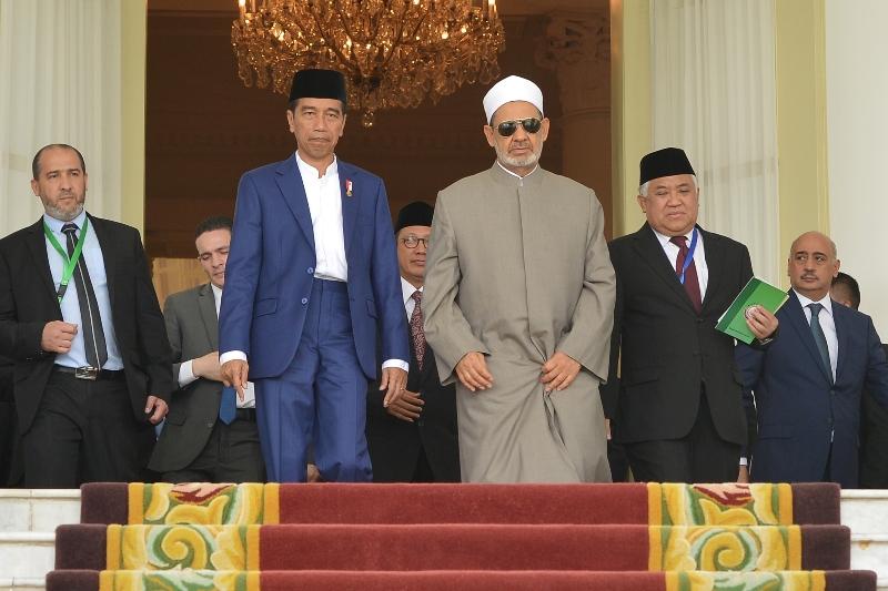 Presiden Joko Widodo membuka Konsultasi Tingkat Tinggi Ulama se-Dunia di Bogor, 1 Mei 2018 (Foto: Antara).