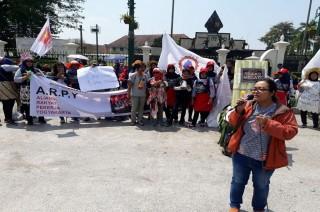 May Day, Buruh Bawakan Buah untuk Gubernur DIY