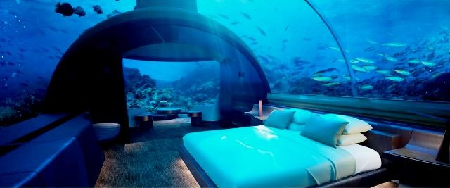 Atap kamar tidur berupa kubah bawah laut layanya lorong di SeaWorld. designboom/cpnradhotel&resort