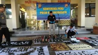 Polisi Tetapkan 3 Tersangka Pembakaran Pos Polisi di Yogyakarta